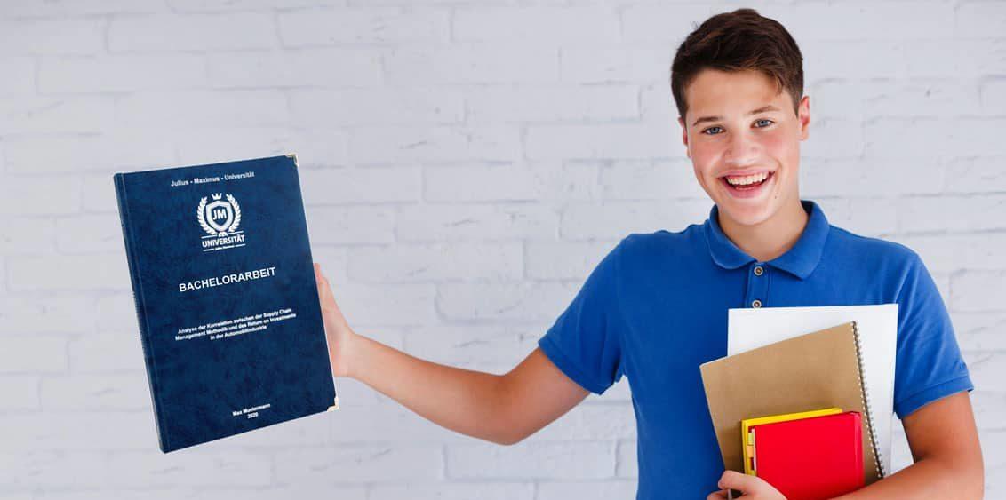 Student präsentiert seine Bachelorarbeit